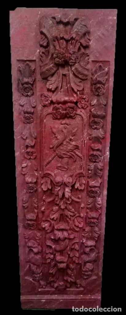 ANTIGUA TABLA, ADORNO CON MOTIVOS VEGETALES. ROJO MARMOLIZADO, 173X55CM. (Arte - Escultura - Madera)