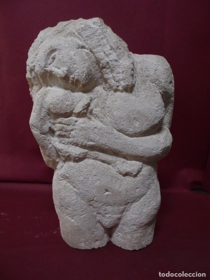 MAGNIFICA ESCULTURA EN PIEDRA TALLADA,MUJER DESNUDA E HIJO,PRECIOSA (Arte - Escultura - Piedra)