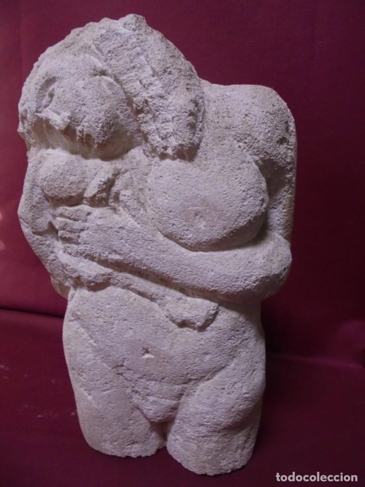 Arte: magnifica escultura en piedra tallada,mujer desnuda e hijo,preciosa - Foto 3 - 150644030