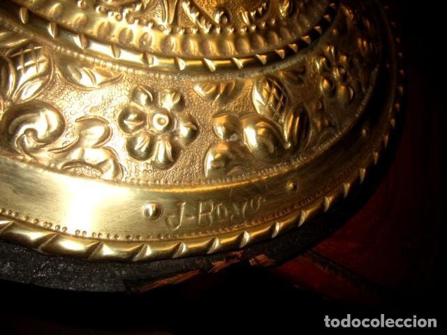 Arte: Emblema de Toledo antiguo ,repujado en laton, firmado J.Bayo - Foto 6 - 152160670