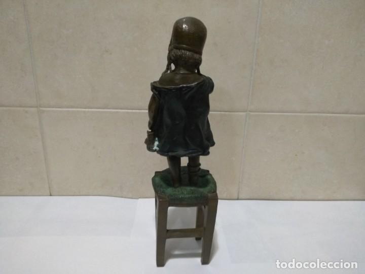 Arte: Figura bronce niña con silla - Foto 5 - 152463750