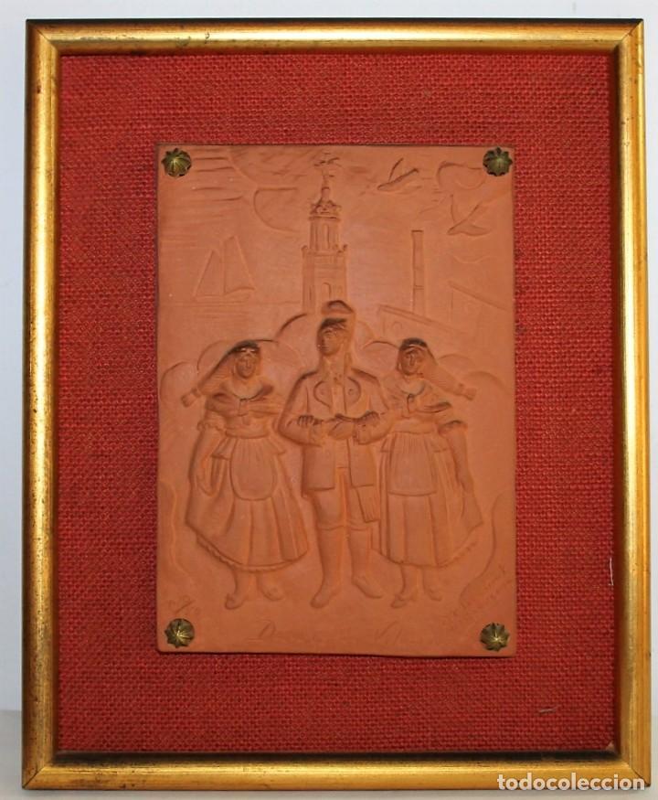 RELIEVE DE TERRACOTA DANSES DE VILANOVA FIRMADO F. CLARAMUNT LACUEVA Nº20/50 (Arte - Escultura - Terracota )