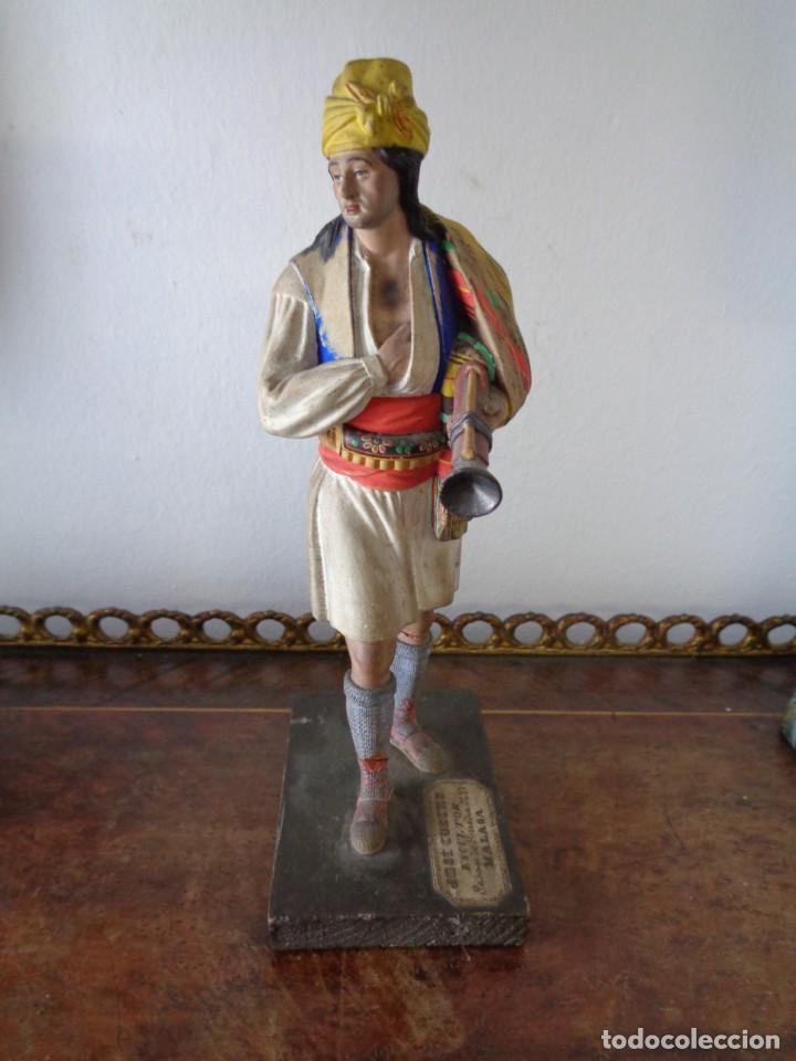BARRO MALAGUEÑO DE JOSÉ CUBERO. -MURCIANO CON TRABUCO- MÁLAGA, S. XIX. MUY RARO, 18 CM. (Arte - Escultura - Terracota )