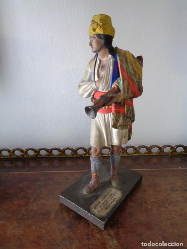 Arte: BARRO MALAGUEÑO DE JOSÉ CUBERO. -Murciano con trabuco- MÁLAGA, S. XIX. MUY RARO, 18 CM. - Foto 2 - 155554970
