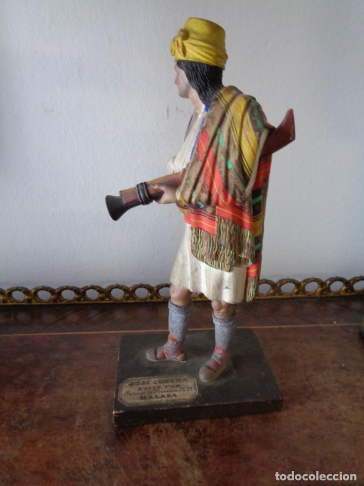 Arte: BARRO MALAGUEÑO DE JOSÉ CUBERO. -Murciano con trabuco- MÁLAGA, S. XIX. MUY RARO, 18 CM. - Foto 3 - 155554970