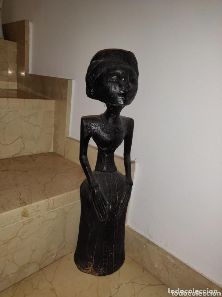 ESCULTURA TALLADA MADERA INDÍGENA DE LOS AÑOS 60. (Arte - Escultura - Madera)