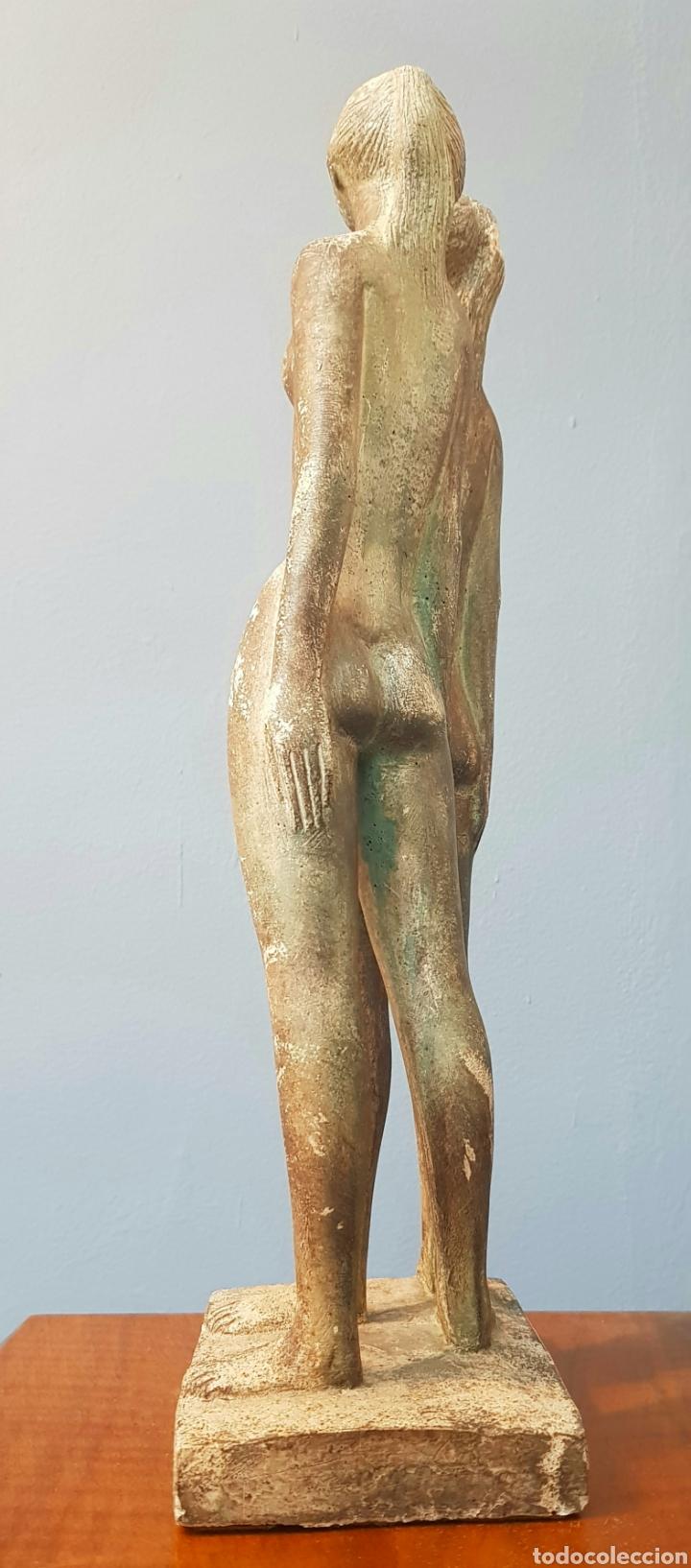Arte: Chuck Dodson, preciosa escultura vintage 2 mujeres en piedra, firmada. - Foto 4 - 159401121