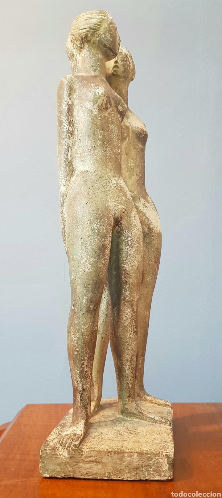 Arte: Chuck Dodson, preciosa escultura vintage 2 mujeres en piedra, firmada. - Foto 7 - 159401121