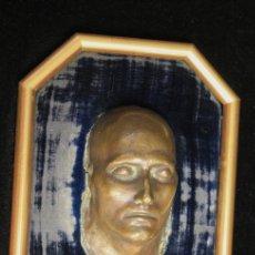 Arte: MASCARA MORTUORIA NAPOLEON BONAPARTE EN BRONCE. SIGLO XIX. SE PRESENTA ENMARCADO. Lote 160065121