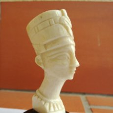 Arte: PEQUEÑO BUSTO FARAON EGIPCIO FIGURA TALLA DE MARFIL CON BASE DE HUESO - ALTURA: 8 CM. Lote 160711566