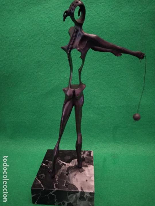 Arte: SALVADOR DALI ESCULTURA HOMENAJA A NEWTON NUMERADA 480/1000 EN BRONCE Y MARMOL - Foto 3 - 161082874