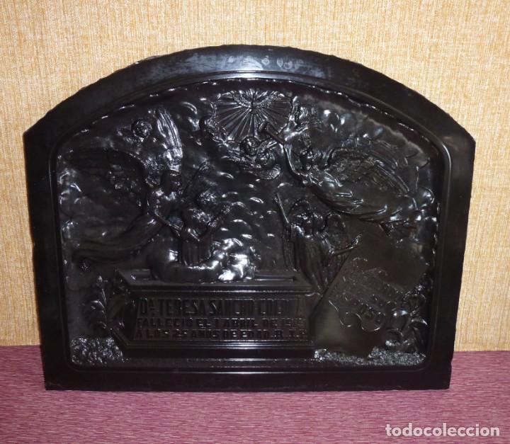 LAPIDA ANTIGUA DE MARMOL NEGRO TALLADO.AÑO 1919. (Arte - Escultura - Piedra)