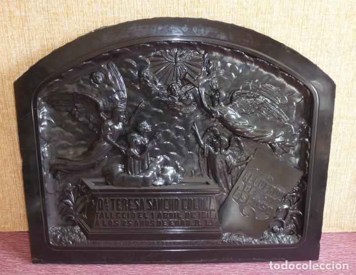 Arte: Lapida antigua de marmol negro tallado.Año 1919. - Foto 2 - 162524606