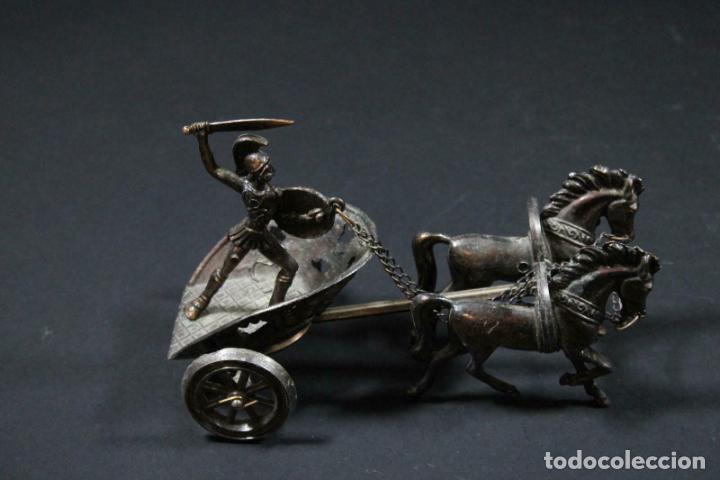 PRECIOSO CARRO ESCULTURA EN BRONCE TIRADO POR CABALLOS CON ROMANO PP. DEL XX 21 X 12 X 15 CM.170,00 (Arte - Escultura - Bronce)