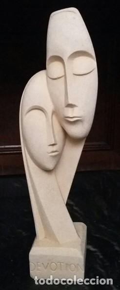 ESCULTURA GRIEGA DE UNA PAREJA TALLADA EN PIEDRA. TÍTULO DE LA OBRA: DEVOTION. (Arte - Escultura - Piedra)
