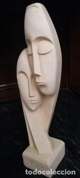 Arte: Escultura griega de una pareja tallada en piedra. Título de la obra: DEVOTION. - Foto 3 - 163529718