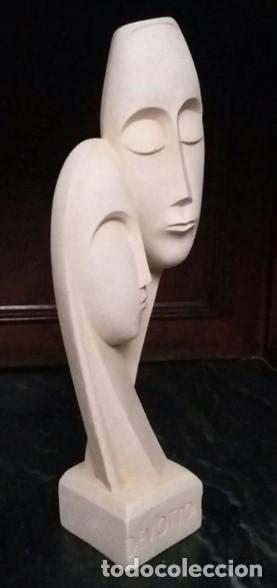 Arte: Escultura griega de una pareja tallada en piedra. Título de la obra: DEVOTION. - Foto 4 - 163529718