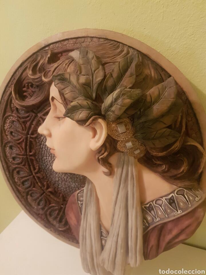 Arte: BELLO BUSTO DE SEÑORA BAJO RELIEVE SOBRE MEDALLON - Foto 4 - 164146653