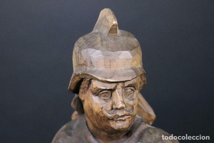 Arte: MAGNIFICA ESCULTURA talla mano Bombero manguera incendios tallado madera personaje S.XIX AL 50 cm - Foto 6 - 164679950