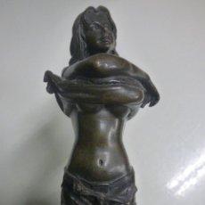 Arte: FIGURA CHICA EN BRONCE. Lote 162420118