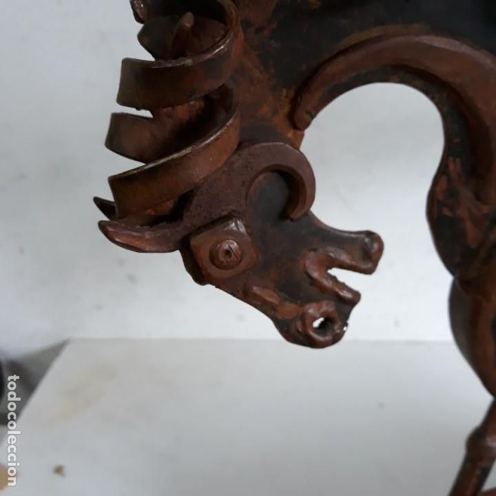 Arte: Escultura caballo retozando ,en hierro con peana de madera. - Foto 2 - 164898406