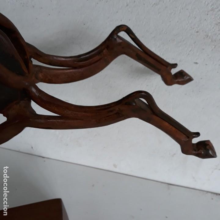 Arte: Escultura caballo retozando ,en hierro con peana de madera. - Foto 4 - 164898406