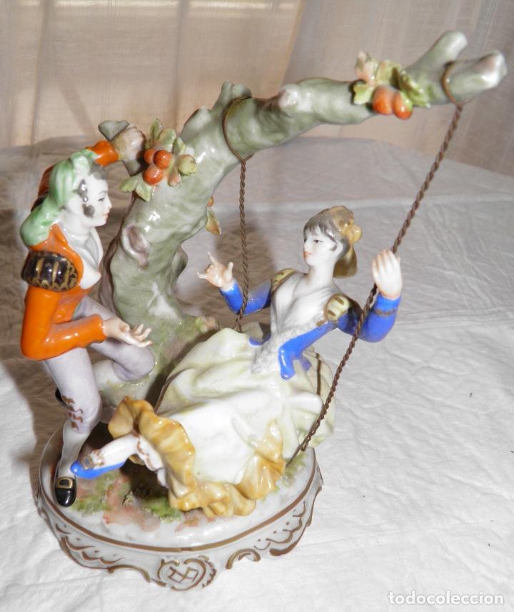 PAREJA GOYESCA PORCELANA ESCENA COLUMPIO GÁLVEZ CERÁMICA ARTÍSTICA (Arte - Escultura - Porcelana)