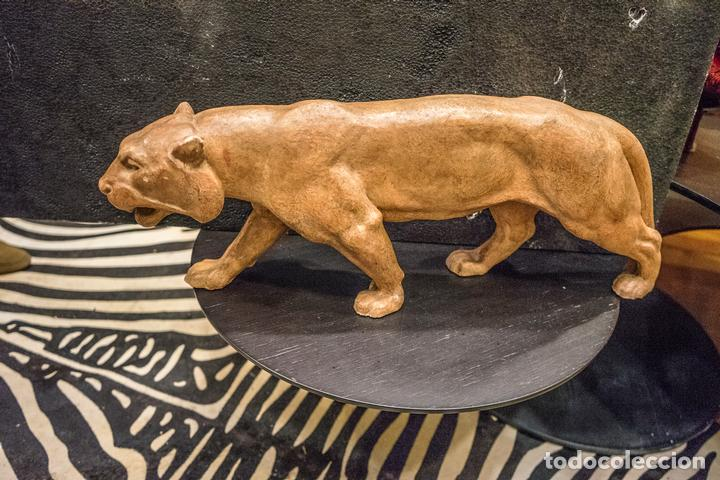 ESCULTURA DE LEONA EN TERRACOTA FRANCESA- ART DECÓ 30S- (Arte - Escultura - Terracota )