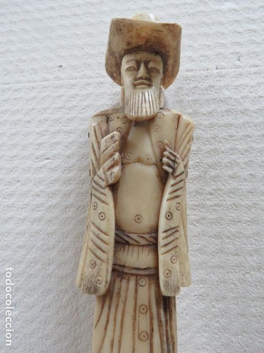 Arte: MARAVILLOSA TALLA JAPONESA EN MARFIL DE UN HOMBRE CON SOMBRERO, DATA DEL SIGLO XIX, 31,5 CMS - Foto 2 - 167669473