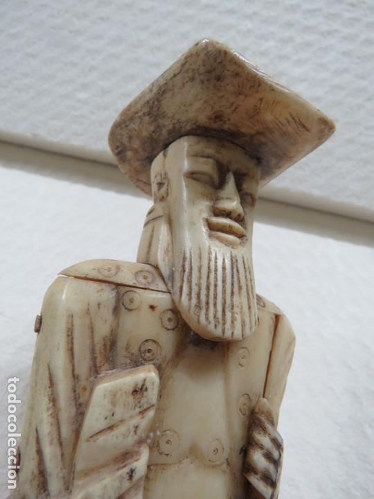 Arte: MARAVILLOSA TALLA JAPONESA EN MARFIL DE UN HOMBRE CON SOMBRERO, DATA DEL SIGLO XIX, 31,5 CMS - Foto 3 - 167669473