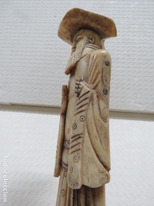 Arte: MARAVILLOSA TALLA JAPONESA EN MARFIL DE UN HOMBRE CON SOMBRERO, DATA DEL SIGLO XIX, 31,5 CMS - Foto 7 - 167669473