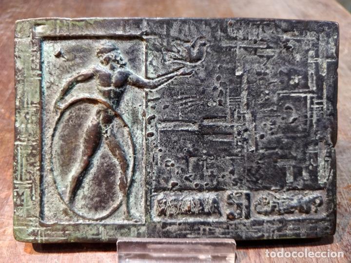 Arte: Escultura/Placa de bronce firmada y numerada por el artista J. CRUZ - 11.5x8cm - Foto 2 - 167777380