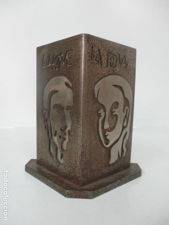 ESCULTURA HIERRO Y ACERO INOX - FIRMA DOMENECH FITA MOLAT (GIRONA 1927) - L´HOME, LA DONA (Arte - Escultura - Hierro)