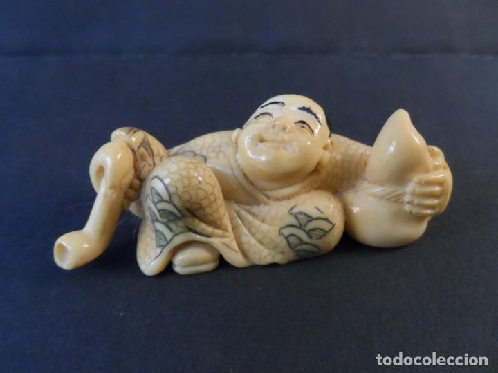 NETSUKE INMORTAL JAPONES CON CALABAZA Y PIPA DE AGUA. JAPON. EPOCA SHOWA (Arte - Escultura - Marfil)