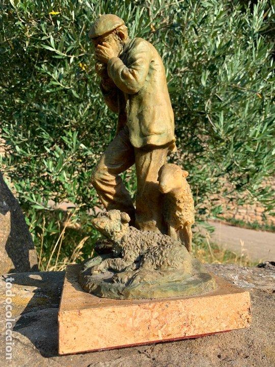 Arte: Espectacular escultura de Josep Bofill -pastor con perro y oveja- firmada y numerada - Foto 2 - 172932153