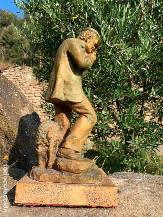 Arte: Espectacular escultura de Josep Bofill -pastor con perro y oveja- firmada y numerada - Foto 3 - 172932153