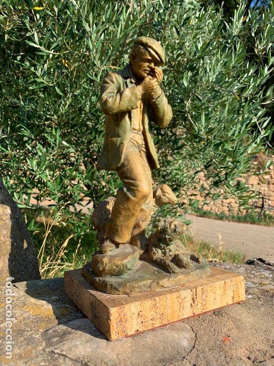 Arte: Espectacular escultura de Josep Bofill -pastor con perro y oveja- firmada y numerada - Foto 9 - 172932153