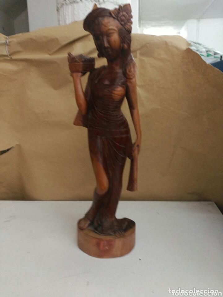 FIGURA TALLADA EN MADERA DE INDONESIA (Arte - Escultura - Madera)