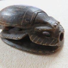 Arte: ANTIGUA TALLA EN PIEDRA NATURAL DE ESCARABAJO MITOLOGIA EGIPCIA, INSCRIPCION EN LA BASE, 11 CMS. Lote 173635873