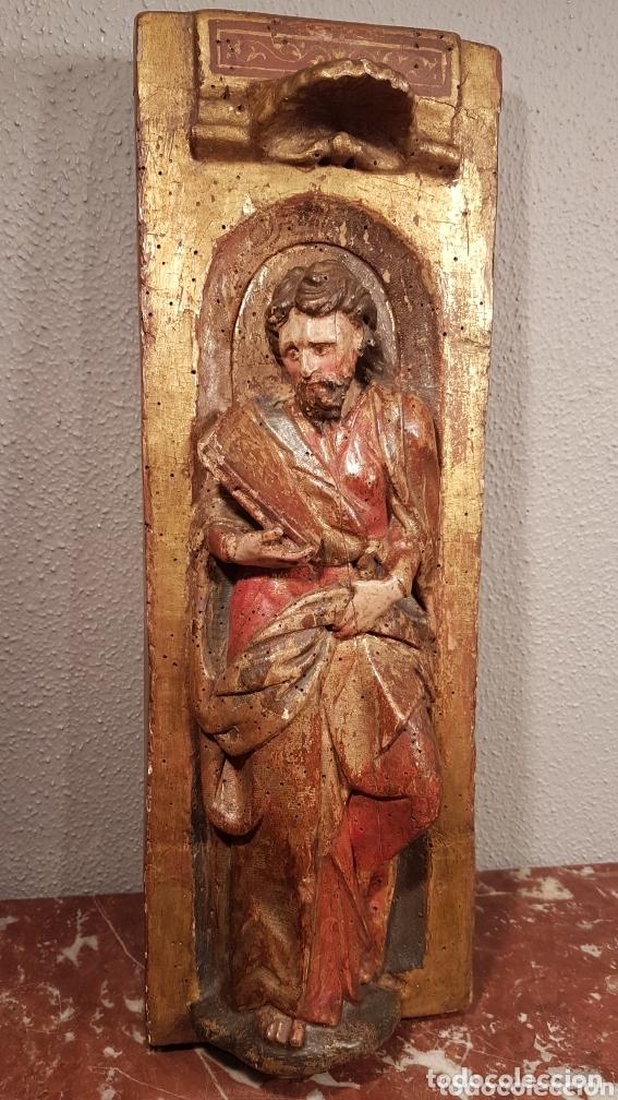 RELIEVE ESCUELA CASTELLANA SIGLO XVI DE EVANGELISTA CON POLICROMÍA ORIGINAL EN EXCELENTE ESTADO DE C (Arte - Escultura - Madera)