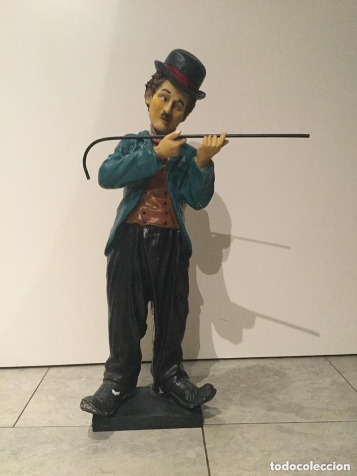 Arte: ESPECTACULAR GRAN FIGURA DE CHARLES CHAPLIN 58 cm de alto.años 80 . resina - Foto 2 - 173823107