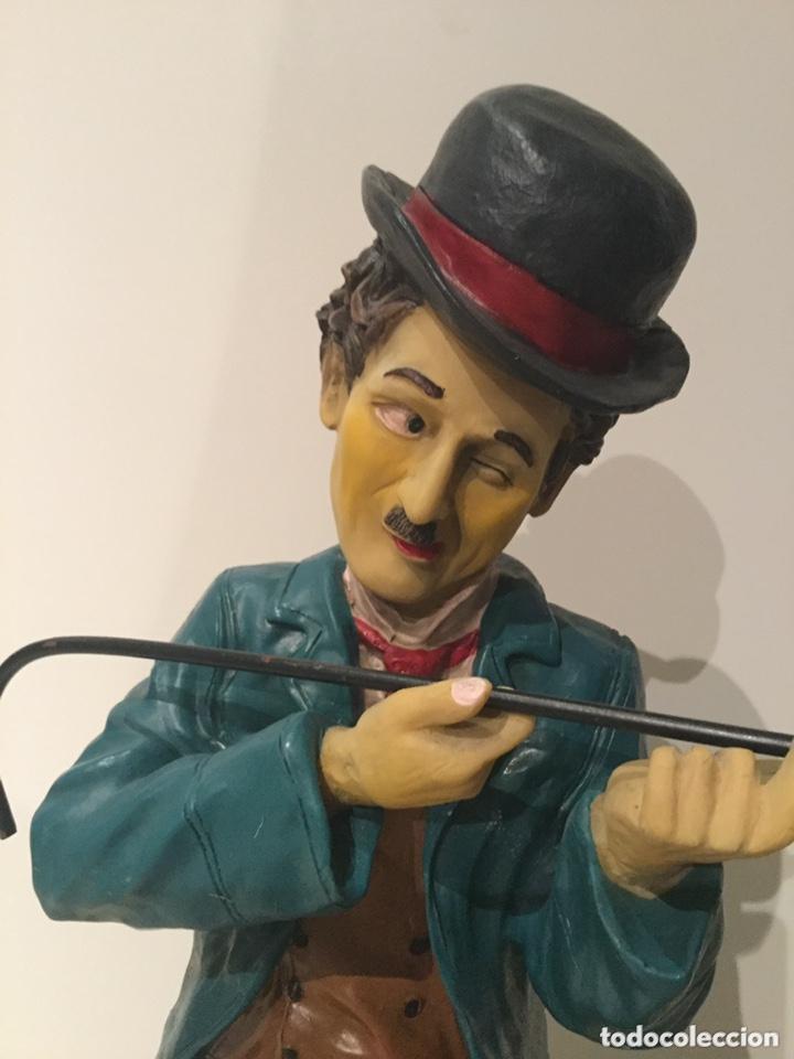 ESPECTACULAR GRAN FIGURA DE CHARLES CHAPLIN 58 CM DE ALTO.AÑOS 80 . RESINA (Arte - Escultura - Resina)