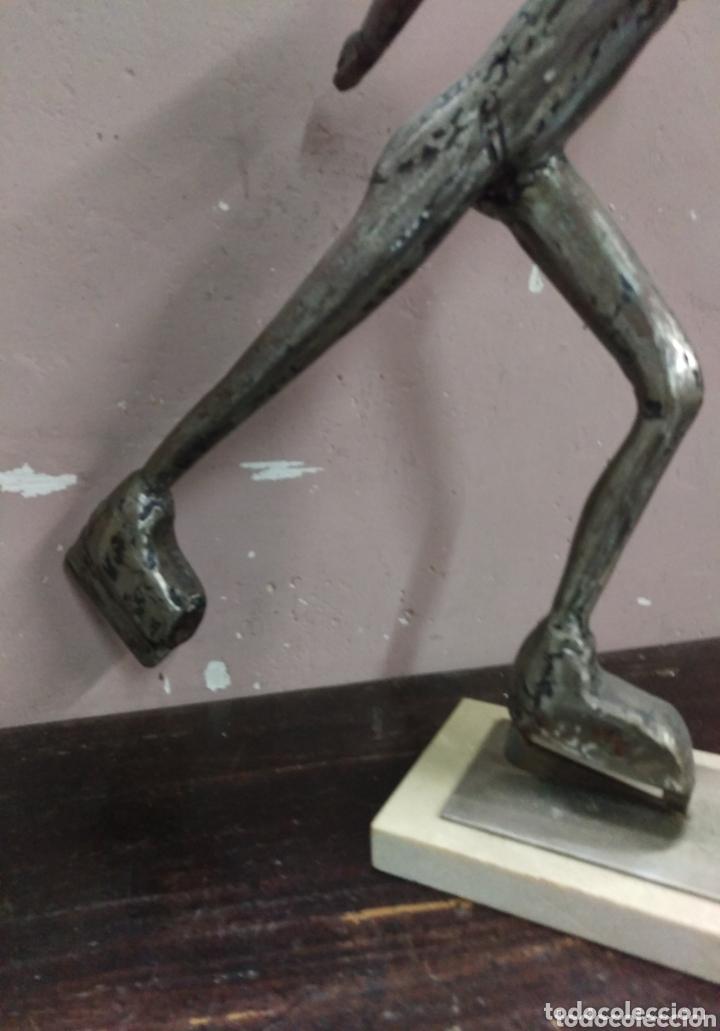 Arte: A. MARIÑAS. Escultura PATINADORA de hierro con fecha y firma de autor - Foto 3 - 173860014