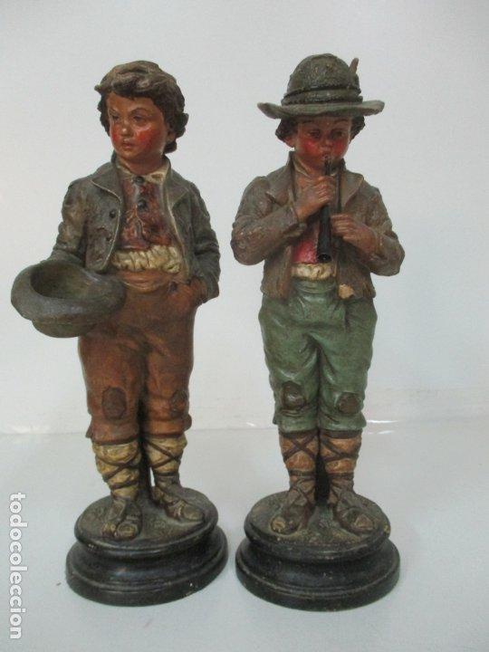 BONITA PAREJA DE FIGURAS - TERRACOTA POLICROMADA - NIÑOS VAGABUNDOS MÚSICOS - PRINCIPIOS S. XX (Arte - Escultura - Terracota )
