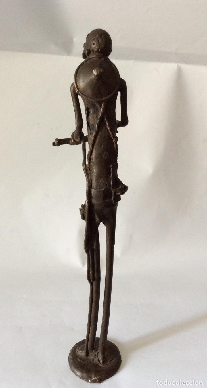 Arte: Escultura en Bronce representando a personaje con instrumento de cuerda - Foto 4 - 175114953