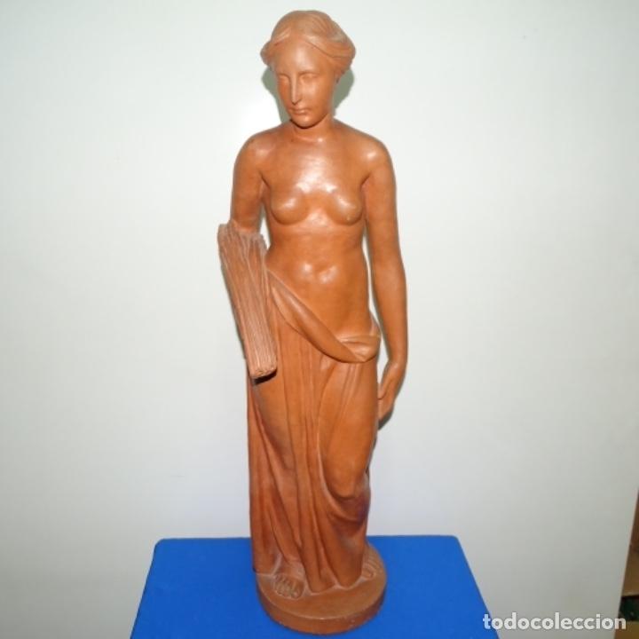 GRAN ESCULTURA EN TERRACOTA ANÓNIMA.MUJER CON HAZ DE ESPIGAS. (Arte - Escultura - Terracota )
