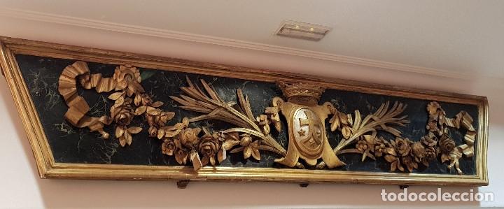 Arte: Frontal tallado, dorado y marmoreado con motivos vegetales y escudo central. S. XVIII. - Foto 2 - 175614032
