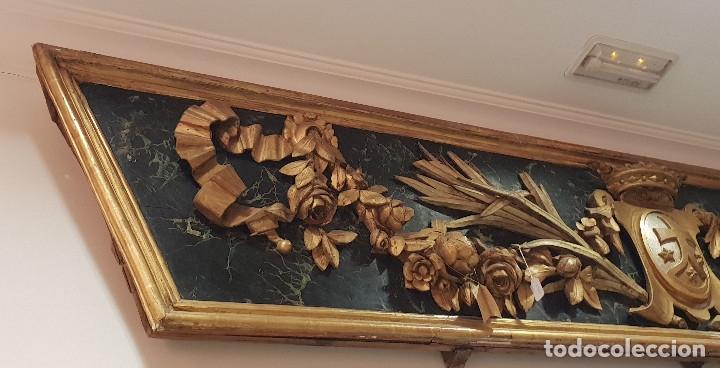 Arte: Frontal tallado, dorado y marmoreado con motivos vegetales y escudo central. S. XVIII. - Foto 3 - 175614032