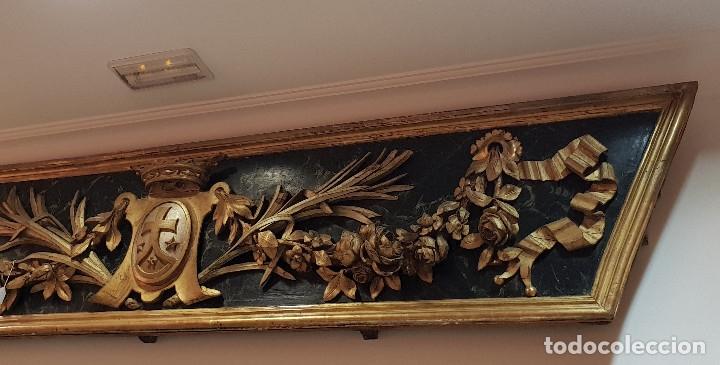 Arte: Frontal tallado, dorado y marmoreado con motivos vegetales y escudo central. S. XVIII. - Foto 4 - 175614032