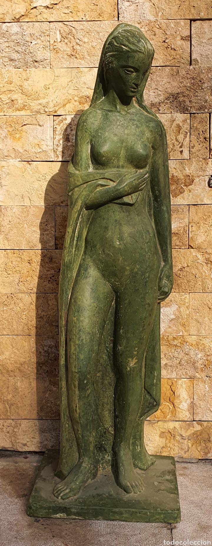 PRECIOSA ESCULTURA VINTAGE, MUJER EN RESINA. (Arte - Escultura - Resina)